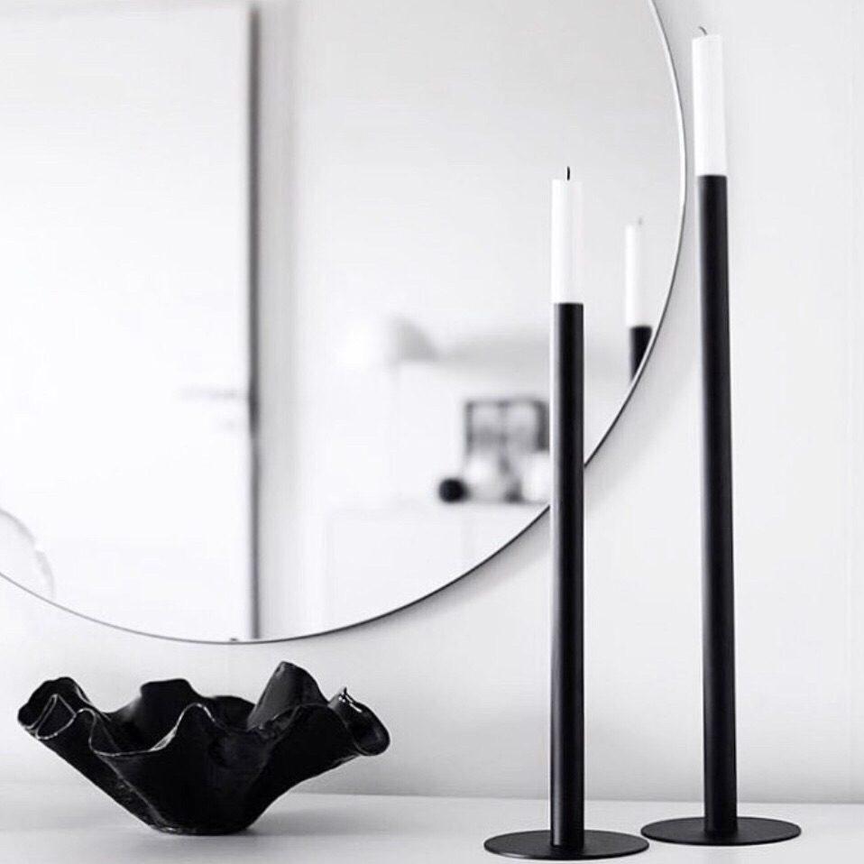 ronde spiegel met kandelaren