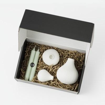cadeaupakket met vaasjes, kandelaar en kaarsen
