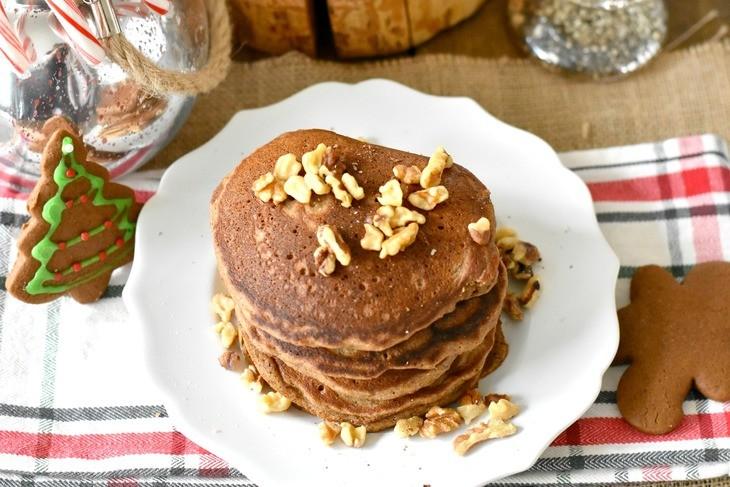 paleo gingerbread pancakes