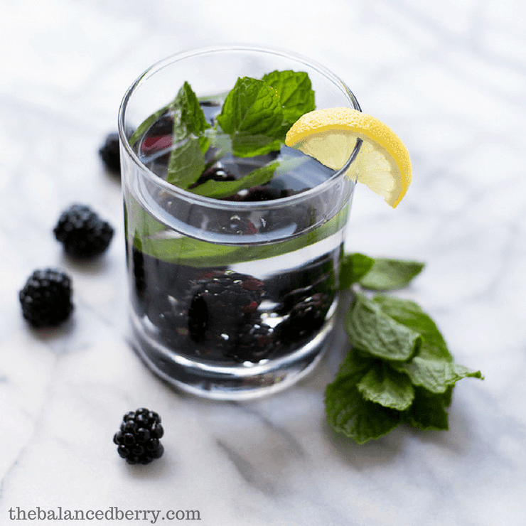 blackberry mint infused water to lose weight