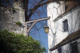 Nyon-old-style-lantern-on-Manor
