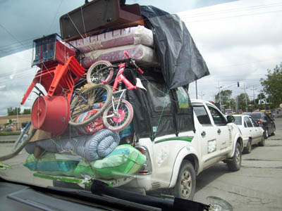 truck with junk - 30 (Crazy) Things You Will See Driving in Puerto Rico