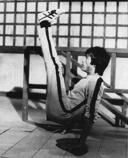 Bruce Lee V-Sit