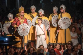Saul's army with David