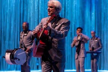 David Byrne will take his 'American Utopia' show to Broadway | News | LIVING LIFE FEARLESS