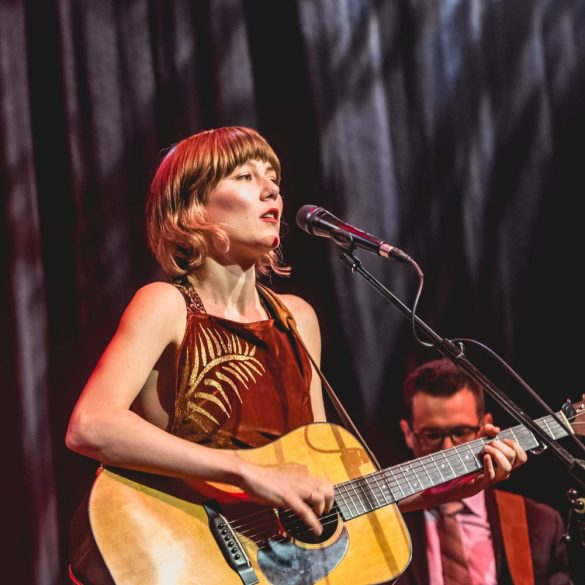 Molly Tuttle : Ryman Auditorium   Photos   LIVING LIFE FEARLESS