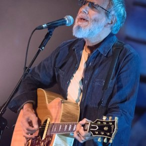 "Cat Stevens/Yusuf duets with himself on ""Father and Son"" 