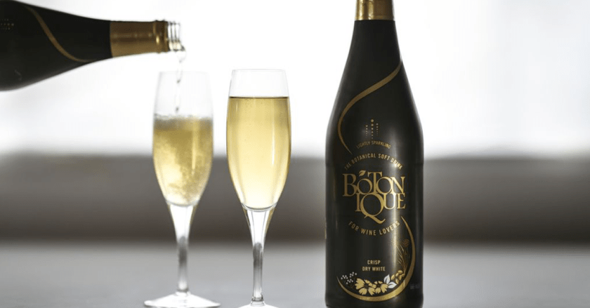 Botonique bottle with 2 champagne flute glasses