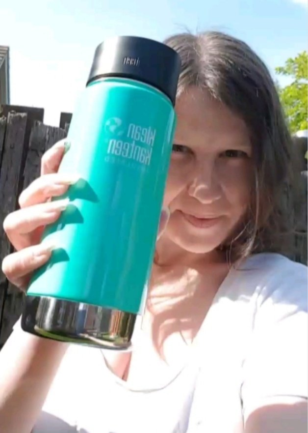 Reusable insulated bottle - Klean Kanteen - Living Life Our Way selfie