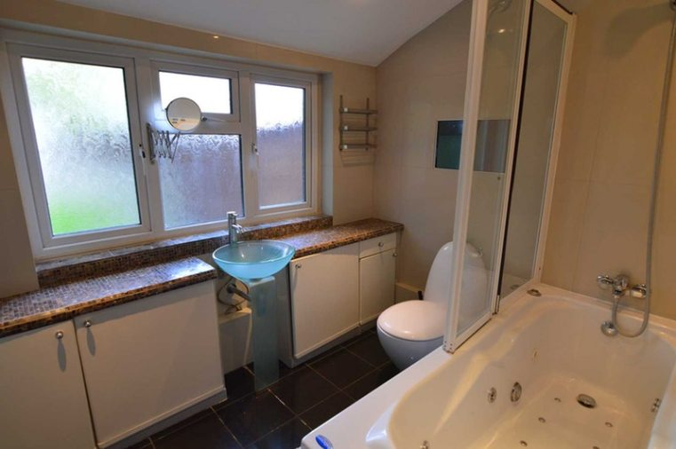 connaught-bathroom-downstairs-2