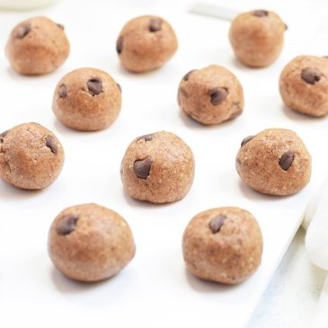 5-Ingredient Chocolate Chip Cookie Dough Bites