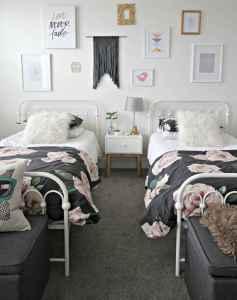 Gallery wall ideas bedroom (44)