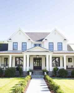 90 Modern American Farmhouse Exterior Landscaping Design (1)