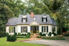 90 Modern American Farmhouse Exterior Landscaping Design (17)