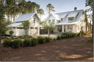 90 Modern American Farmhouse Exterior Landscaping Design (45)