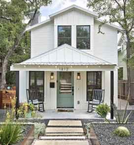 90 Modern American Farmhouse Exterior Landscaping Design (51)