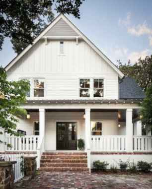 90 Modern American Farmhouse Exterior Landscaping Design (65)