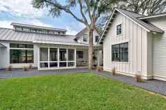 90 Modern American Farmhouse Exterior Landscaping Design (72)