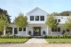 90 Modern American Farmhouse Exterior Landscaping Design (84)