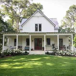 90 Modern American Farmhouse Exterior Landscaping Design (88)