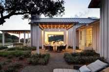 90 Modern American Farmhouse Exterior Landscaping Design (92)