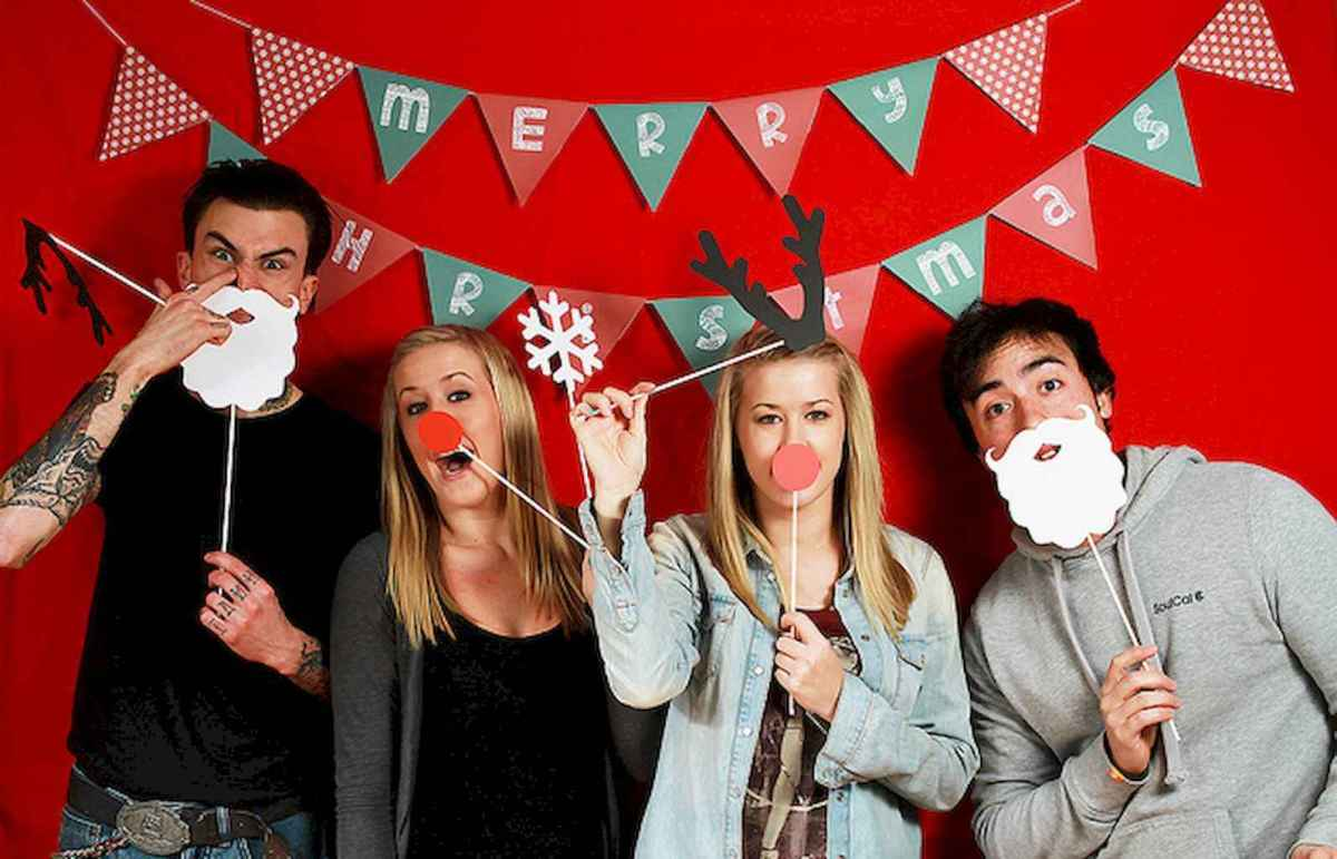 20 Best Christmas Party Decorations Photo Booths Ideas (6)