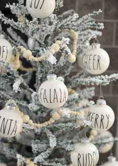 25 Aweome DIY Christmas Decorations Ideas For First Apartment (5)