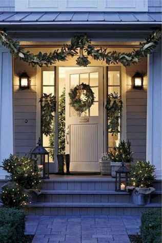 25 Incredibly Christmas Decorations Porch For First Apartment Ideas (13)