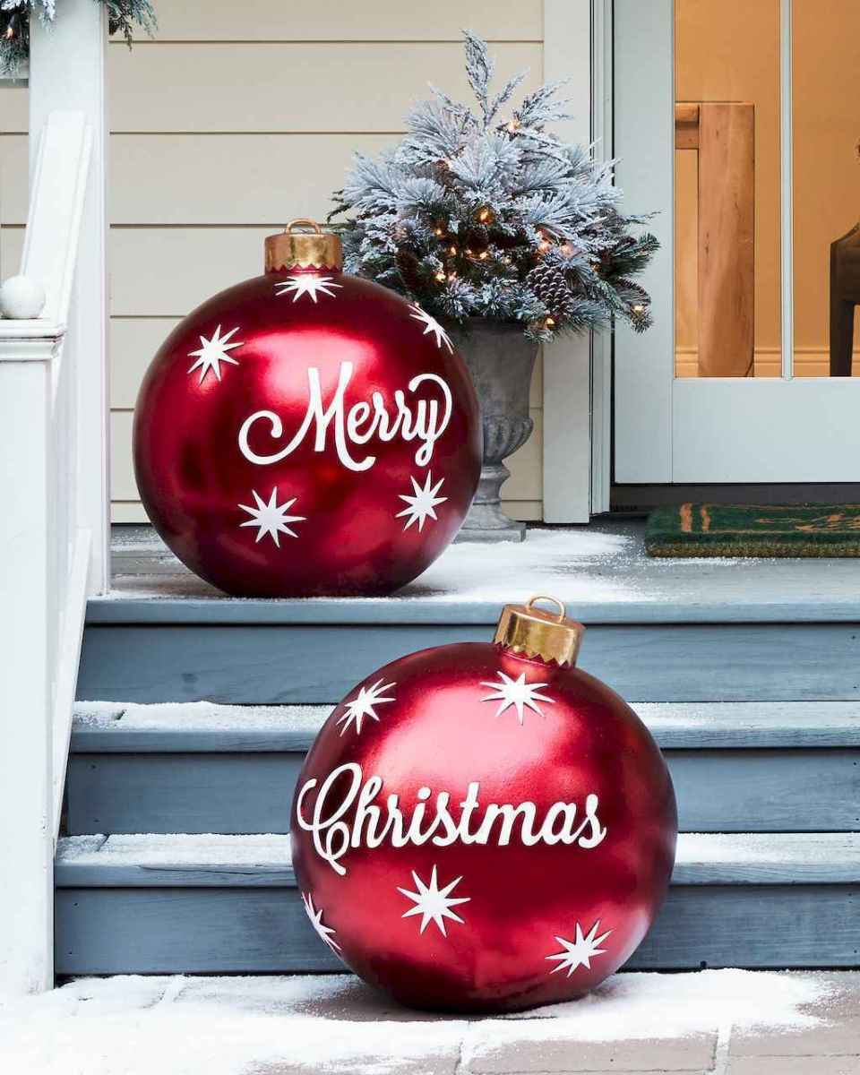 25 Incredibly Christmas Decorations Porch For First Apartment Ideas (17)
