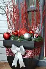 25 Incredibly Christmas Decorations Porch For First Apartment Ideas (20)