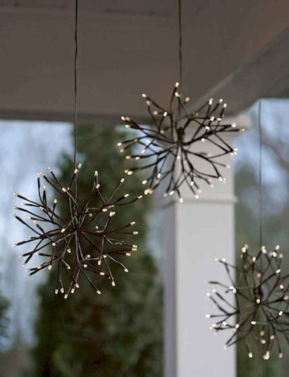 25 Incredibly Christmas Decorations Porch For First Apartment Ideas (8)