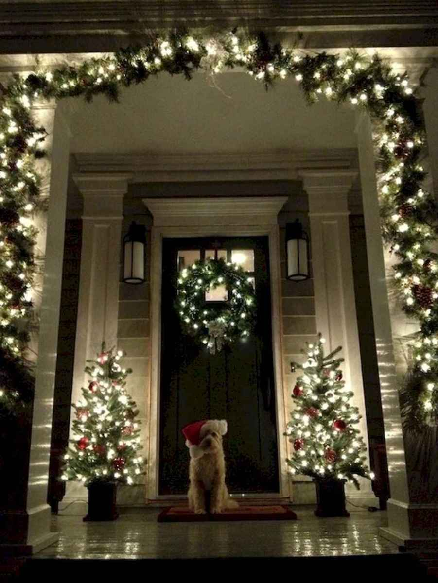 35 Beautiful Christmas Decorations Outdoor Lights Ideas (28)