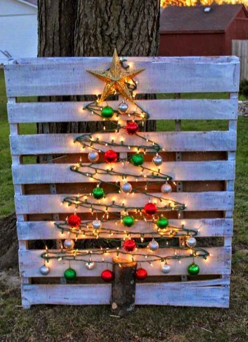 35 Beautiful Christmas Decorations Outdoor Lights Ideas (33)