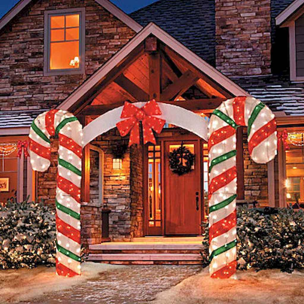 35 Beautiful Christmas Decorations Outdoor Lights Ideas (34)