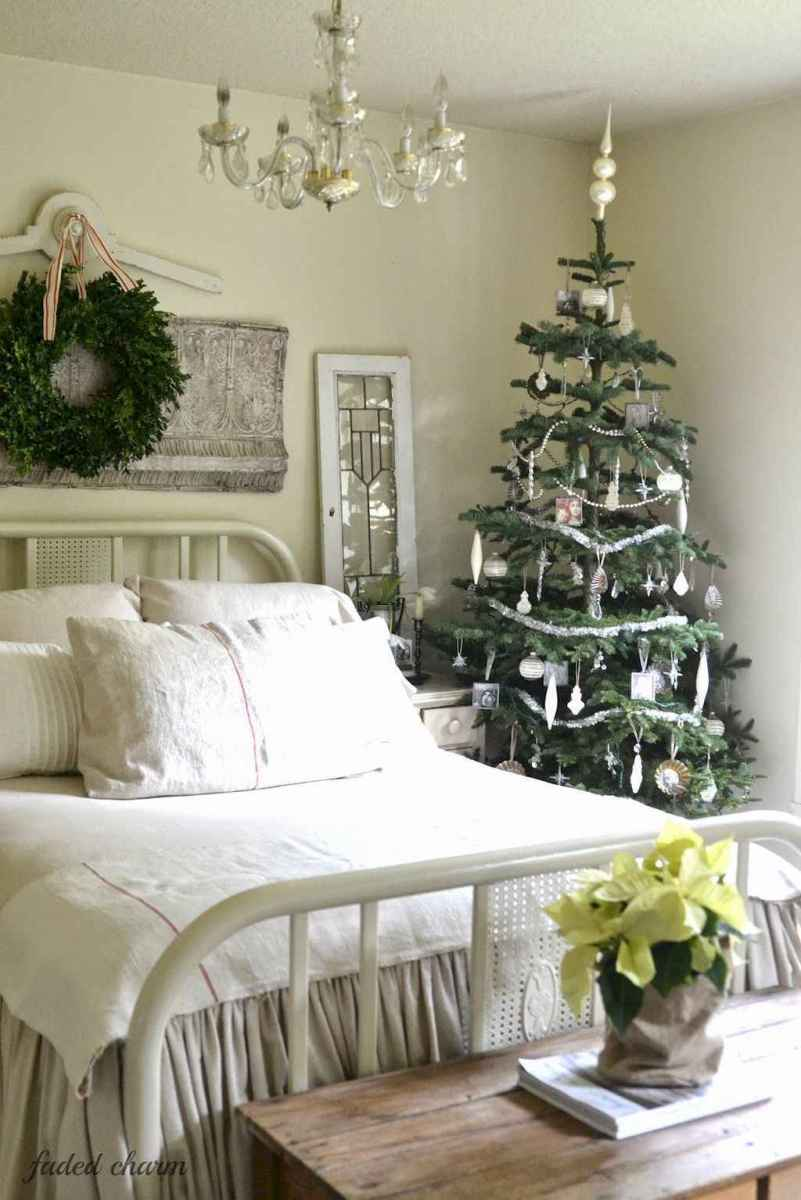 40 First Apartment Ideas Christmas Decorations Shabby Chic (33)