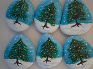 50 DIY Christmas Rock Painting Ideas (45)