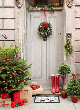 50 Simple DIY Christmas Door Decorations For Home And School (12)