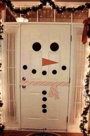 50 Simple DIY Christmas Door Decorations For Home And School (38)
