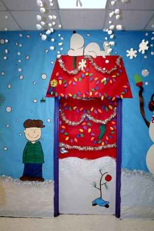 50 Simple DIY Christmas Door Decorations For Home And School (39)