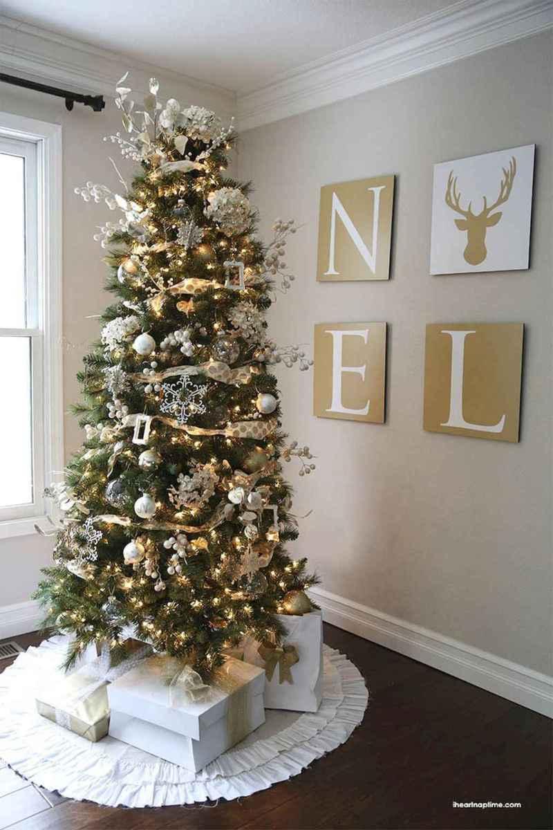 50 Stunning Modern Christmas Tree Decorations (35)
