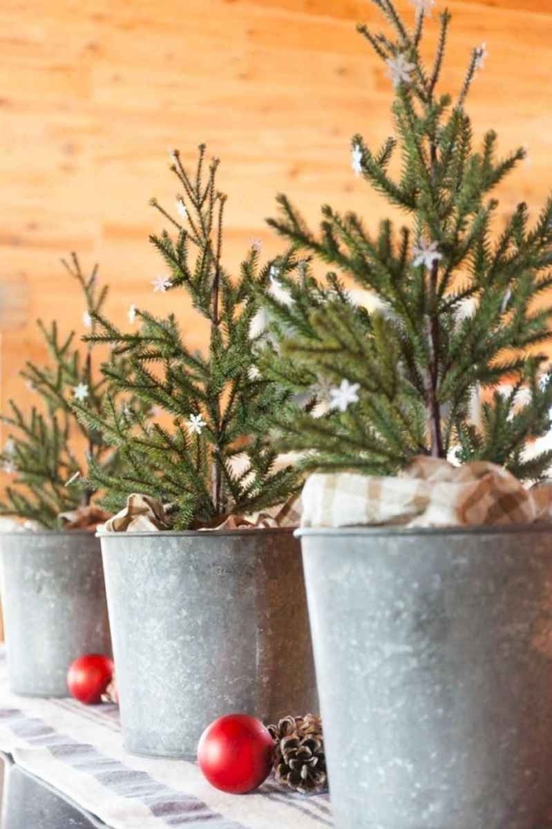 55 Front Porches Farmhouse Christmas Tree Decorations (13)