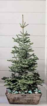 55 Front Porches Farmhouse Christmas Tree Decorations (25)