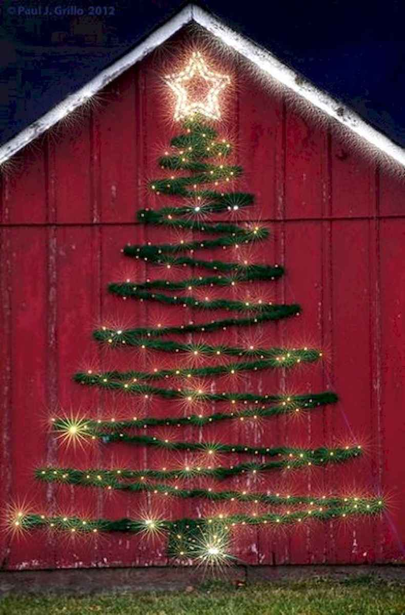 70 Awesome Farmhouse Style Exterior Christmas Lights Decorations (10)