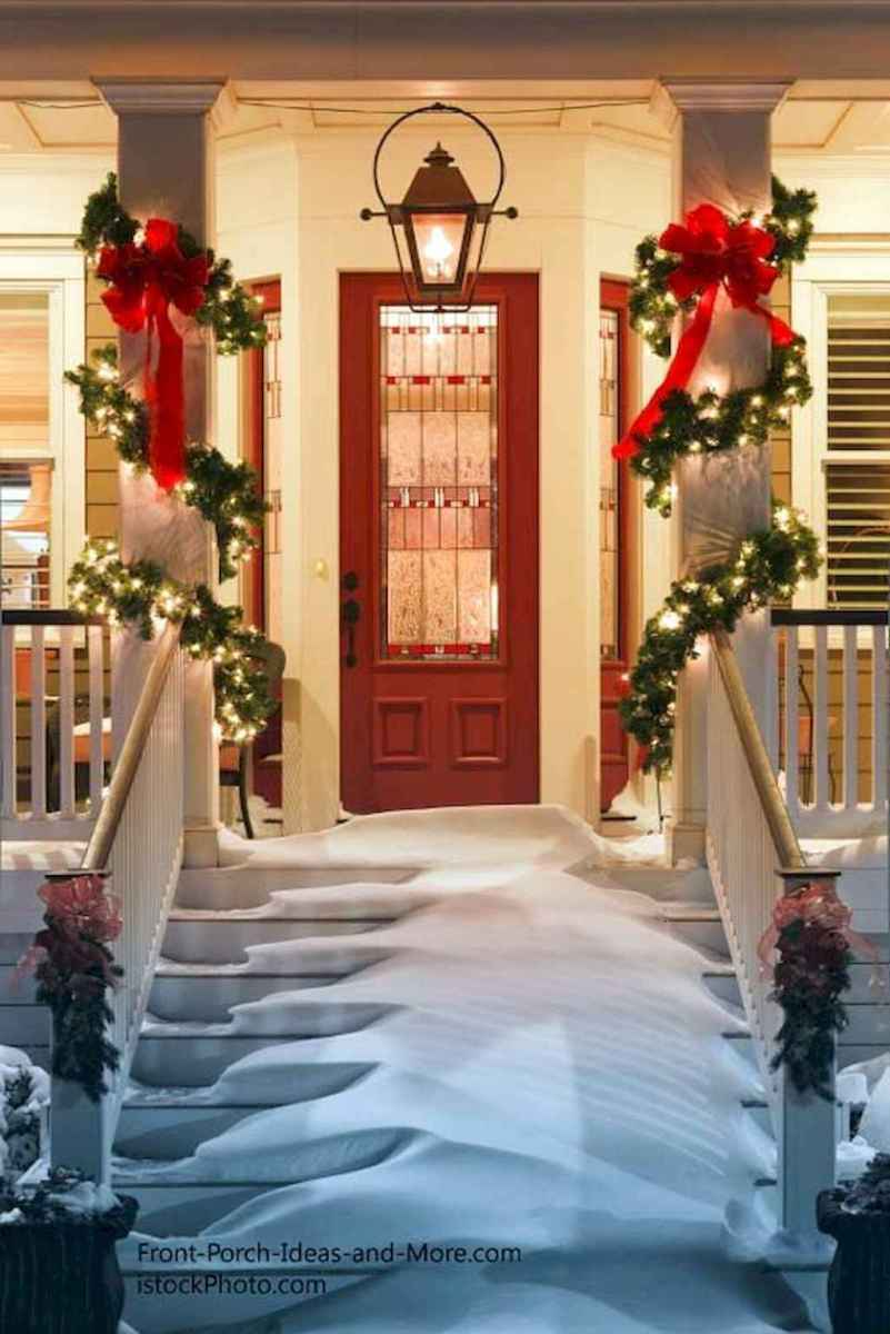 70 Awesome Farmhouse Style Exterior Christmas Lights Decorations (13)
