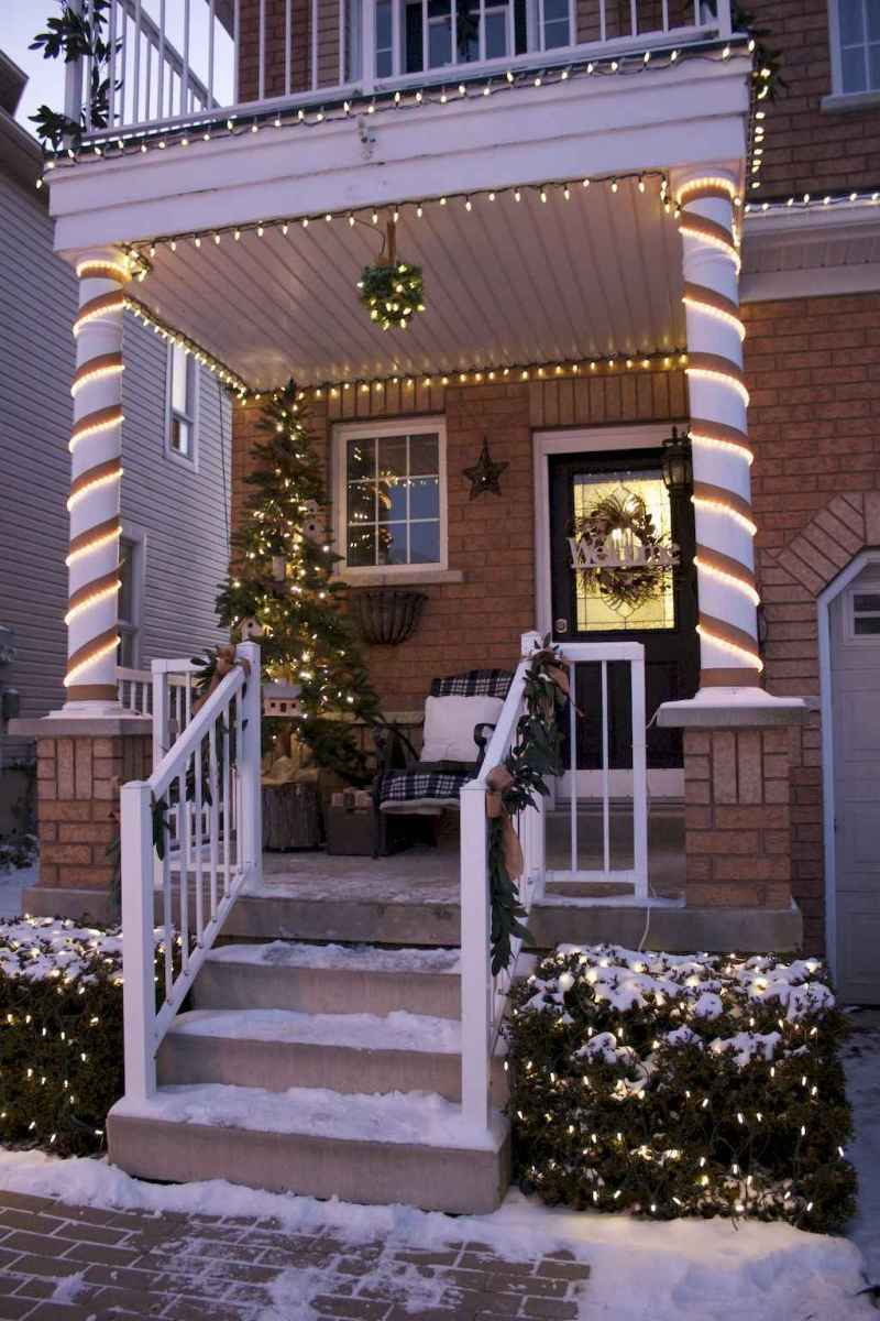 70 Awesome Farmhouse Style Exterior Christmas Lights Decorations (14)