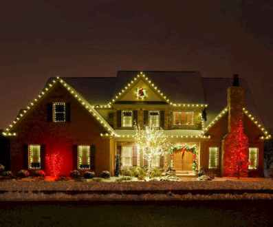 70 Awesome Farmhouse Style Exterior Christmas Lights Decorations 18