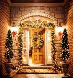 70 Awesome Farmhouse Style Exterior Christmas Lights Decorations (25)