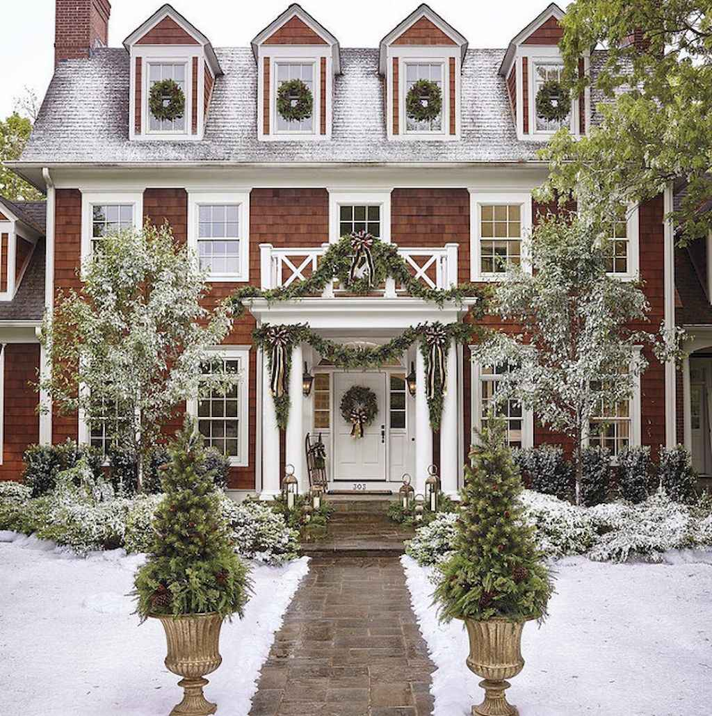 70 Awesome Farmhouse Style Exterior Christmas Lights Decorations (28)