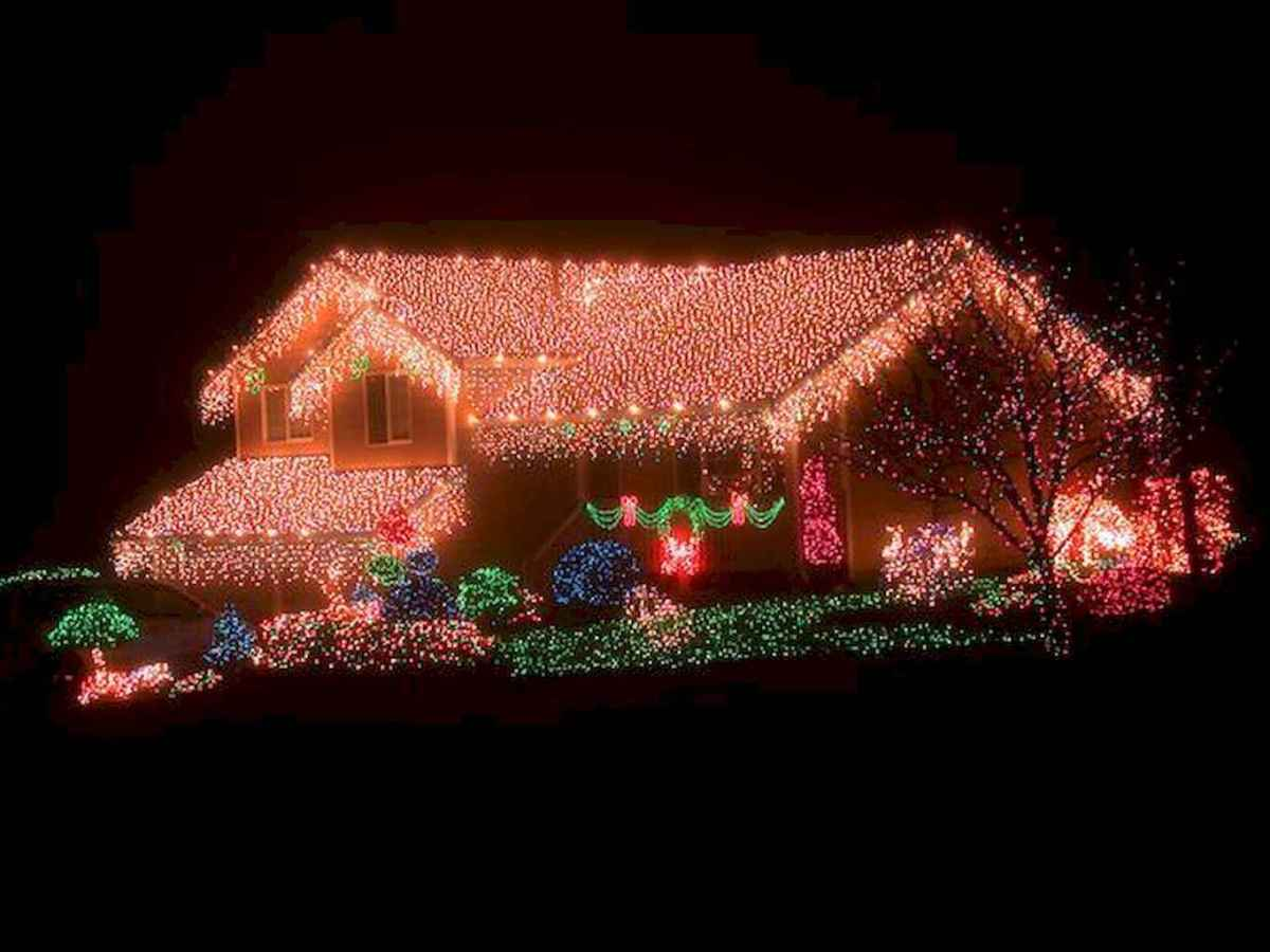 70 Awesome Farmhouse Style Exterior Christmas Lights Decorations (3)