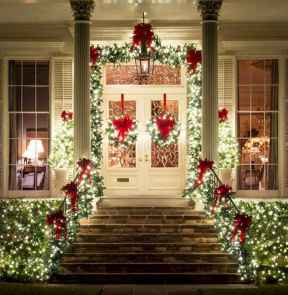 70 Awesome Farmhouse Style Exterior Christmas Lights Decorations (31)